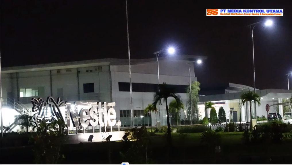 Lampu Penerangan Jalan Tenaga Surya Grade Industri